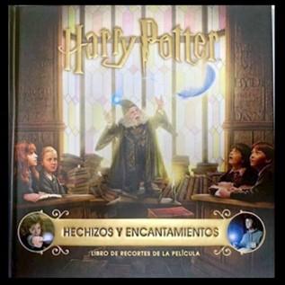 HARRY POTTER: HECHIZOS Y ENCANTOS UN LIBRO DE RECORTES